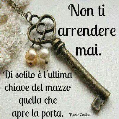 """Frasi motivazionali - """"Non ti arrendere mai. Di solito è l'ultima chiave del mazzo quella che apre la porta."""" Paulo Coelho"""