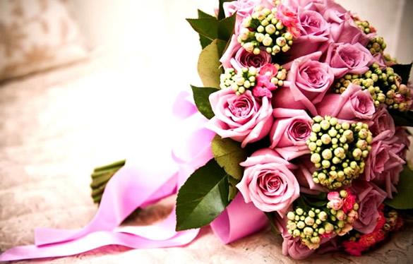 Un bellissimo mazzo di rose color rosa