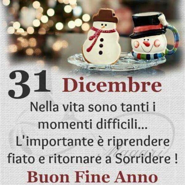 """""""Nella vita sono tanti i momenti difficili... L'importante è riprendere fiato e ritornare a Sorridere! Buon Fine Anno....."""""""