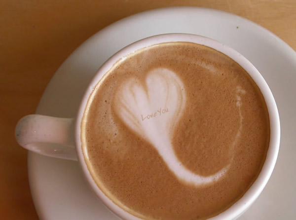 Un caffè con disegnato un Cuore