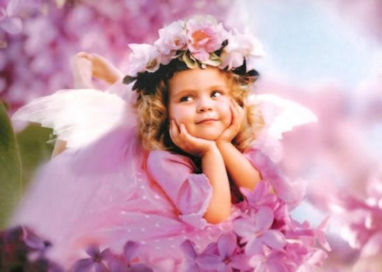 Una bambina vestita da Fata